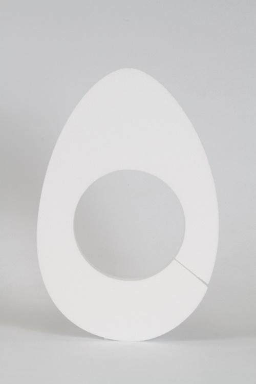 Paasei met opening voor waterschotel 16 cm.