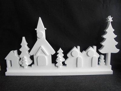 Kerstdorp afm. 75 x 38 x 3 cm, onderzijde is 7 cm breed, 19 delig.